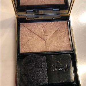YSL highlighter in 01 Pearl